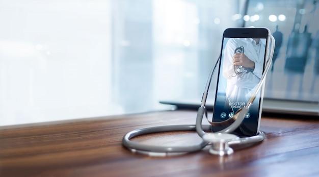 Médecin en ligne, réseau de communication médicale en ligne avec le patient, consultation médicale en ligne.