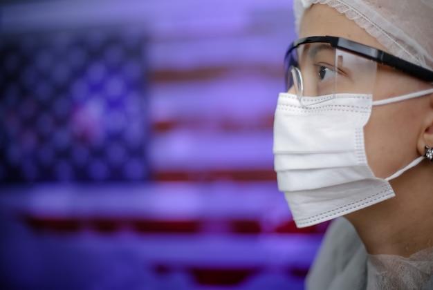 Médecin avec masque se protégeant du virus delta covid19