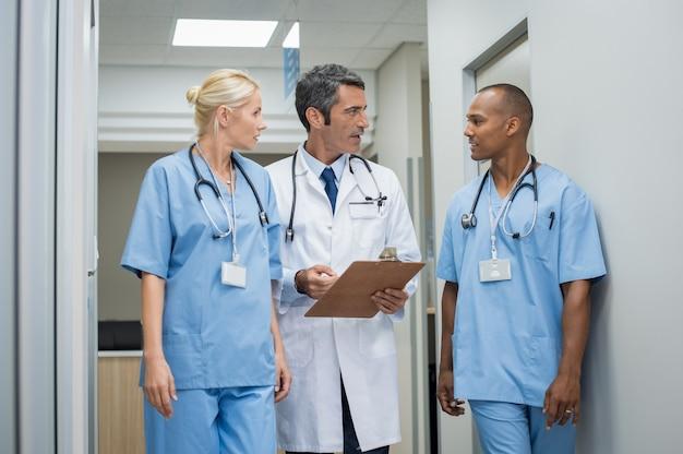Médecin et personnel médical