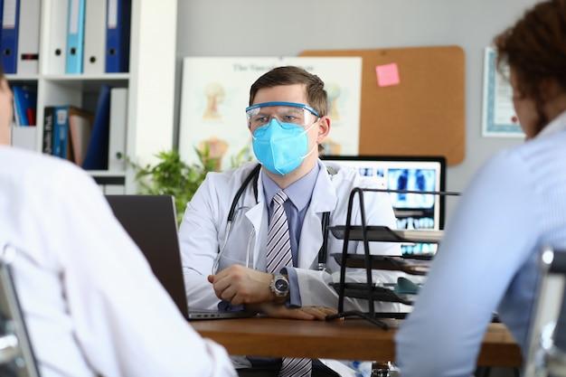 Médecin qualifié à l'écoute de la plainte