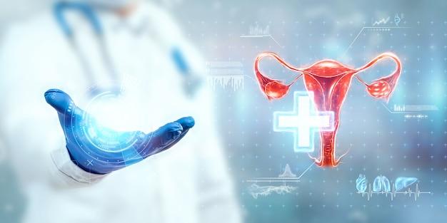 Le médecin regarde l'hologramme de l'utérus féminin, vérifie le résultat du test. maladie ovarienne, grossesse extra-utérine, règles douloureuses, chirurgie, technologies innovantes, médecine du futur.