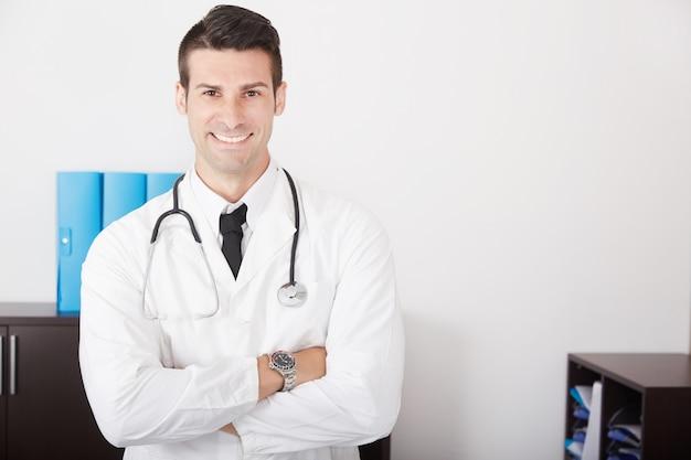 Médecin de sexe masculin