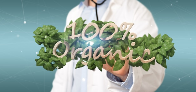Médecin tenant un logo en bois 100% organique avec des feuilles autour