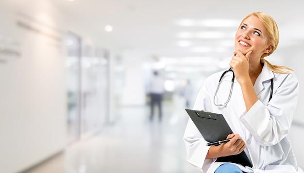 Médecin travaillant à l'hôpital. service de santé et médical.