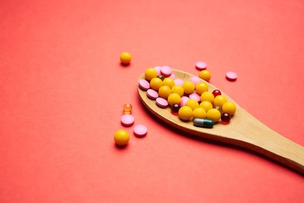 Médecine santé médecine pharmaceutique fond isolé