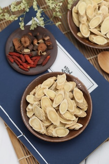 Médecine traditionnelle chinoise astragalus membranaceus