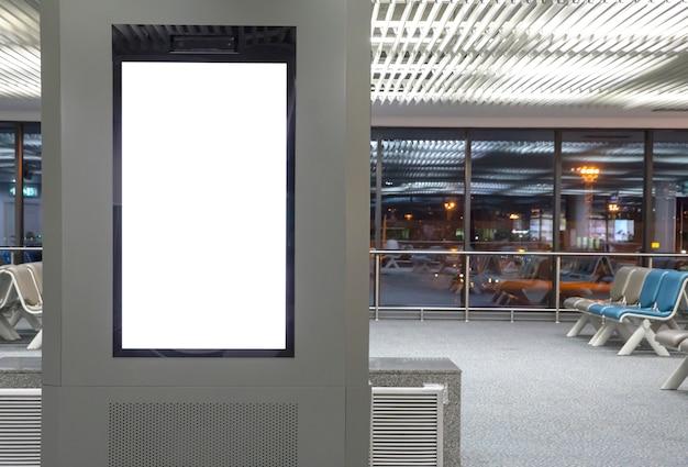Médias numériques panneau d'affichage vide à l'aéroport