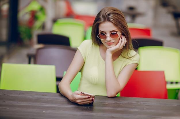 Médias sociaux smartphone adulte lifestyle internet