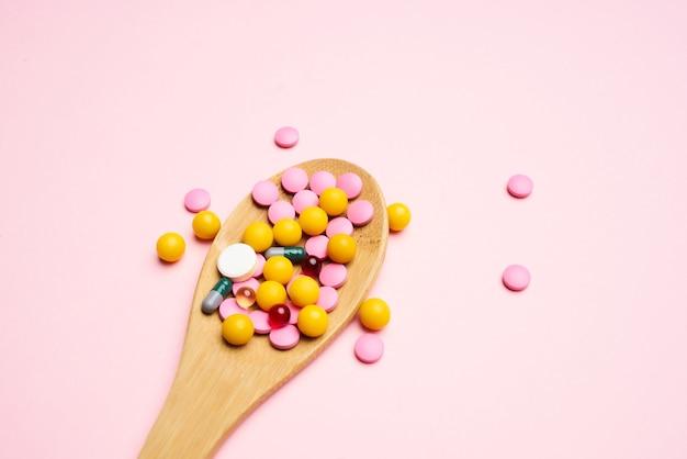 Médicament coloré anti-douleur de médecine de fond rose de poux de médecine