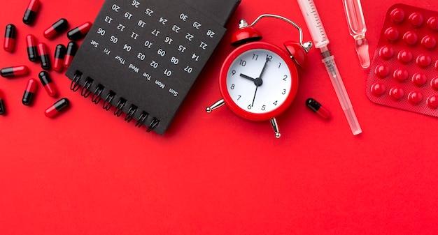 Médicament avec horloge à côté