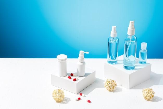 Médicaments et différents désinfectants pour vous protéger du traitement spécial du coronavirus en cas de pandémie
