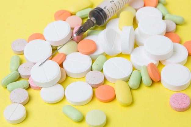 Médicaments seringues, pilules, médicaments et antibiotiques