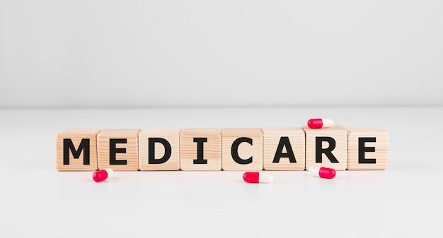 Medicare mot fait avec des blocs de construction, fond de concept médical