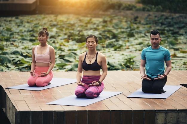 Méditation De Groupe Photo gratuit