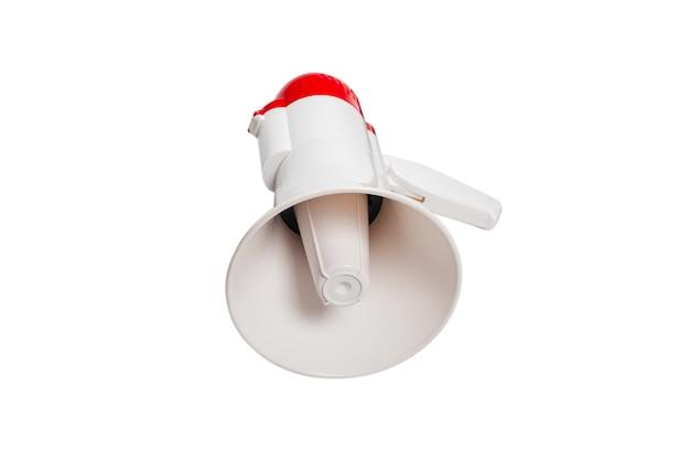 Mégaphone isolé sur fond blanc.