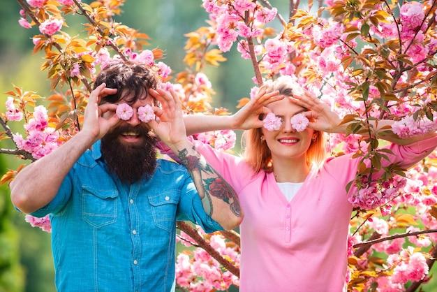 Meilleures idées de saint valentin couple drôle le jour de la saint valentin couple romantique ayant un rendez-vous au printemps blo ...