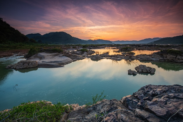 Mékong frontières de la thaïlande et du laos pendant la saison sèche.