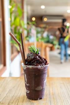 Mélange de baies de verre dans un café et un restaurant