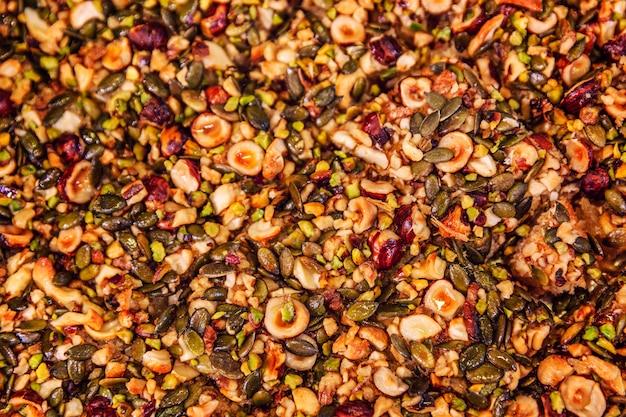 Mélange de différentes noix décortiquées, douceur orientale. contexte.