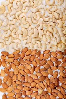 Mélange de divers fond de noix au-dessus du mélange de noix de cajou aux amandes en gros plan