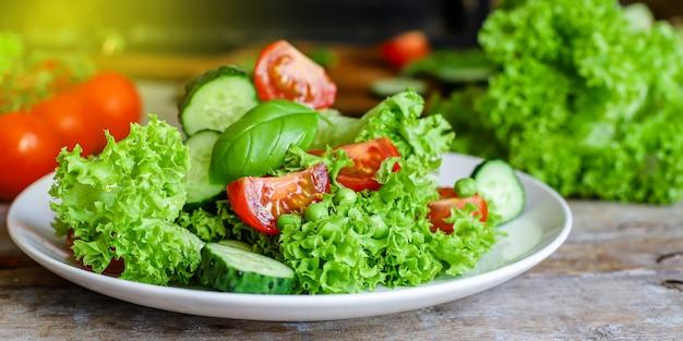 Mélange de feuilles de légumes salade saine