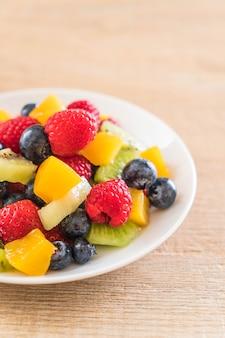 Mélange de fruits frais (fraise, framboise, myrtille, kiwi, mangue)