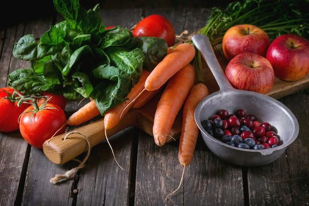 Mélange de fruits, légumes et baies