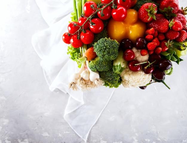 Mélange de fruits et légumes, baies