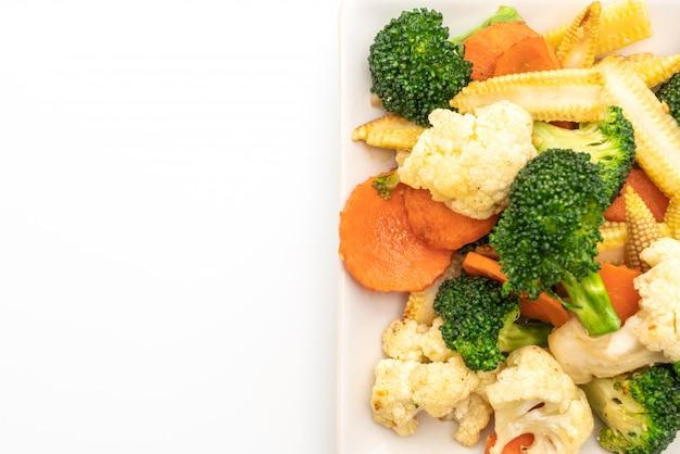 Mélange de légumes sautés isolé