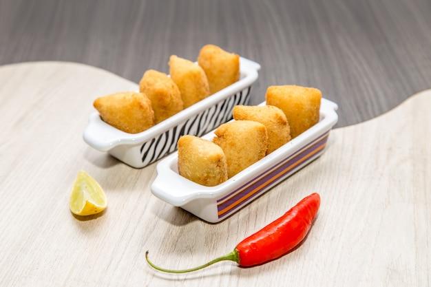 Mélange de mini collations frites brésiliennes