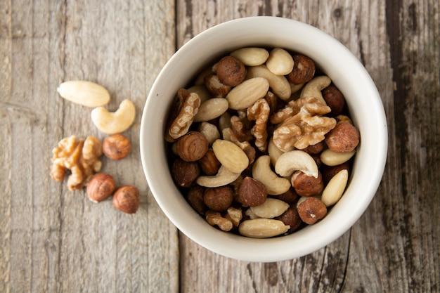 Mélange de noix - amandes, noisettes, noix de cajou, noix du brésil.