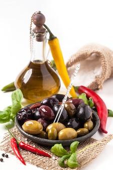 Mélange d'olives et de piment