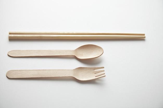 Mélange d'ustensiles de cuisine à emporter: baguettes asiatiques