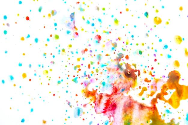Mélange vif de gouttes de peinture