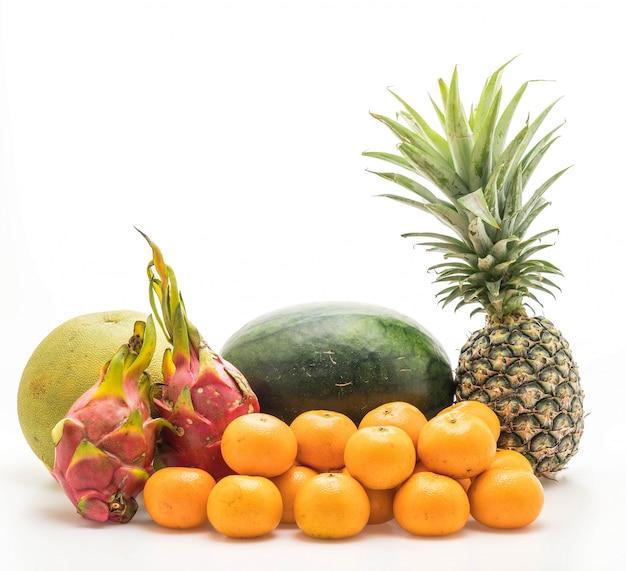 Mélanger les fruits isolés