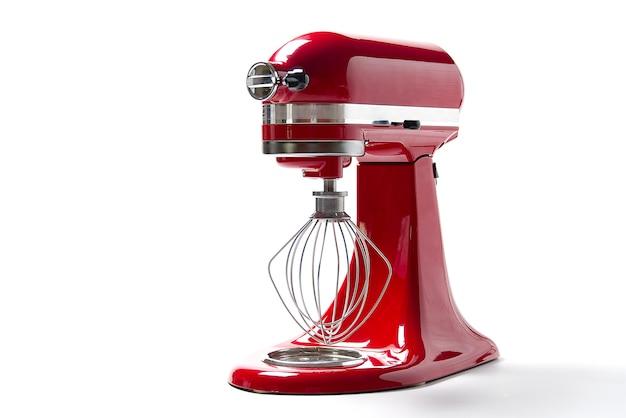 Mélangeur de cuisine rouge sur un blanc