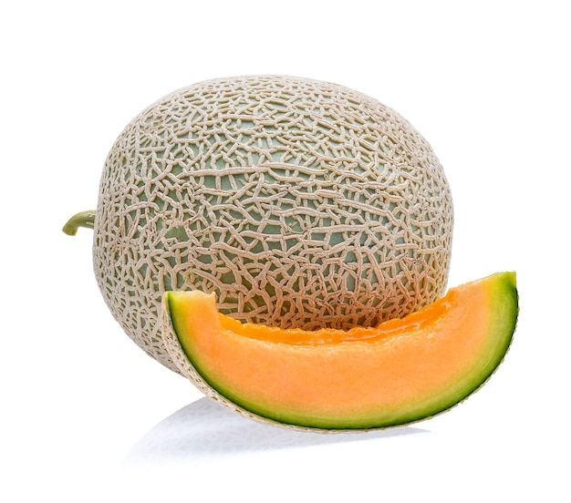 Melon cantaloup isolé sur blanc