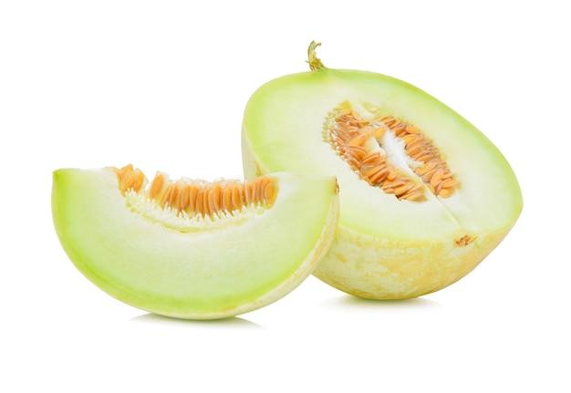 Melon cantaloup mûr sur blanc