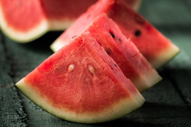 Melon d'eau sur bois