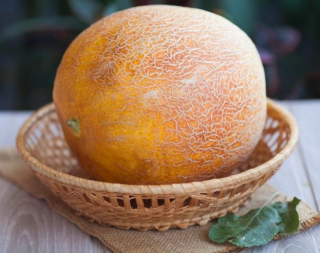 Melon frais sur table