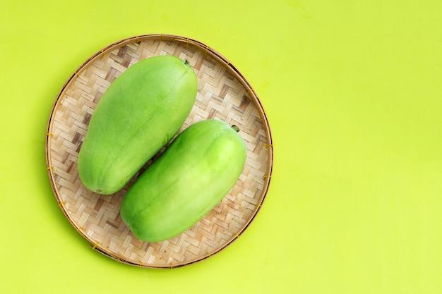 Melon D'hiver Dans Le Panier. Vue De Dessus Photo Premium