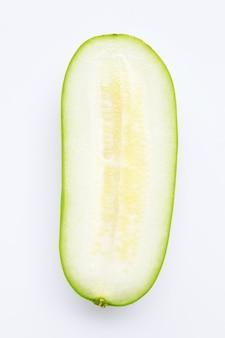 Melon d'hiver sur mur blanc