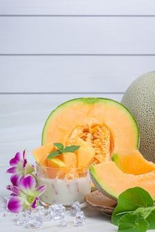 Melon japonais ou cantaloup, cantaloup, fruits de saison, concept de santé.