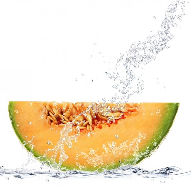Melon tombant dans l'eau