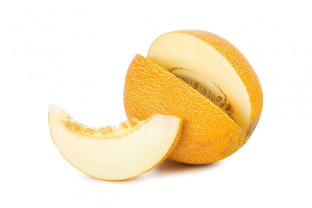 Melon en tranches isolé sur blanc