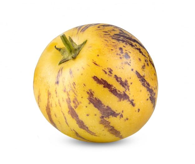 Melons pepino sur fond blanc