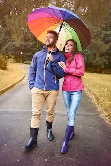 Même sous la pluie, nous pouvons accélérer le temps de bonne humeur