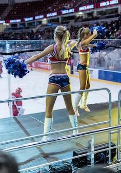 Les meneurs de danse sur le hockey
