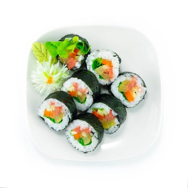 Mentaiko roll maki sushi plat tara coed roe japonais remplissant de légumes cuisine japonaise décoration de style fusion sculptée en forme de fleur d'oignon en forme de bouquet