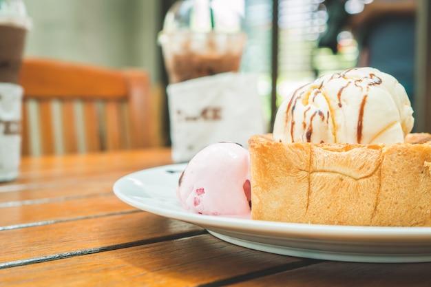 Menu dessert miel toast couplé avec coffee shop.